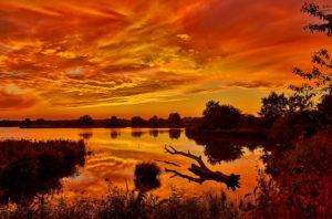 Der Himmel brennt ueber der La Brenne (France)